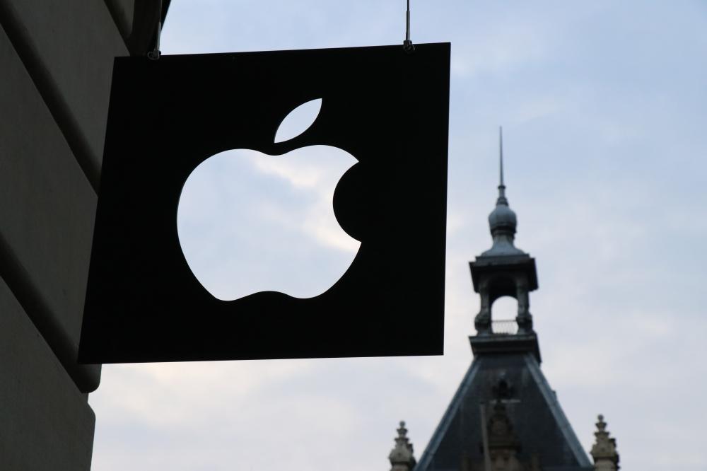 Η Apple θέλει να μας βάλει τα γυαλιά