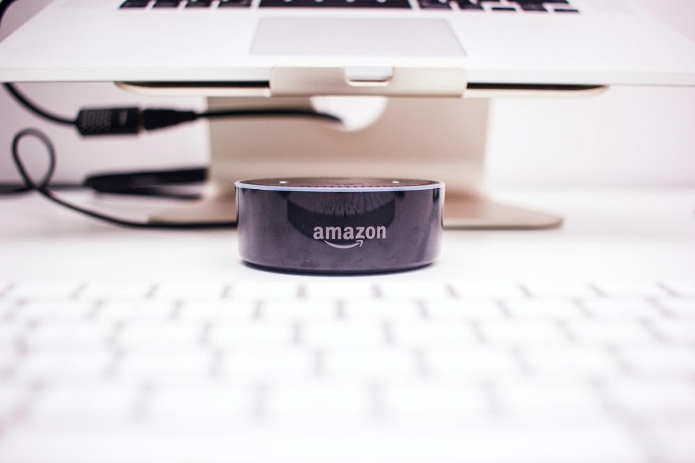 Επίθεση γοητείας από την Amazon και τον Τζεφ Μπέζος