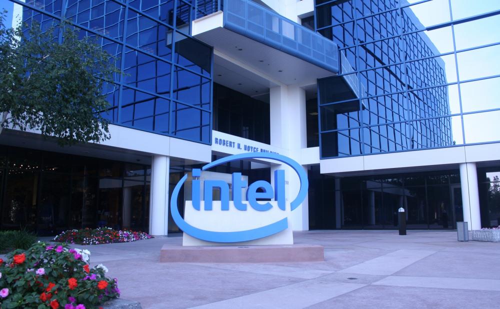 Η Intel επενδύει στους κβαντικούς υπολογιστές