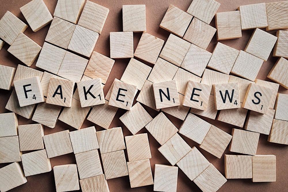 Γίγαντες εναντίον ακροδεξιών και ψεύτικων ειδήσεων