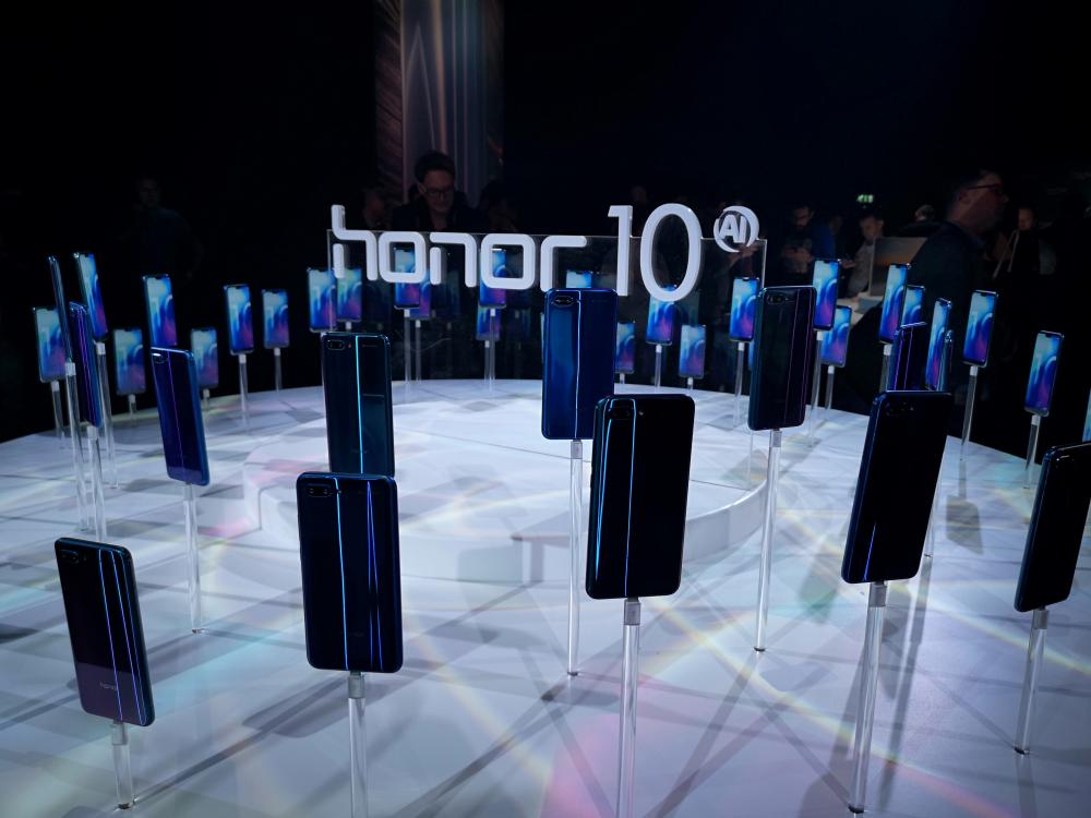 Honor 10: διαθέσιμο στην Ελλάδα με δώρο το Honor Band 3