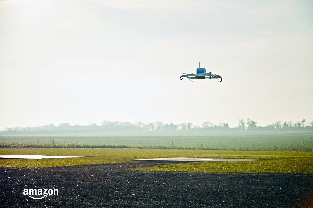 Amazon: η πρώτη παράδοση προϊόντος με drone είναι γεγονός