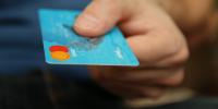 Την αύξηση του ορίου των ανέπαφων συναλλαγών ανακοίνωσε η Ένωση Ελληνικών Τραπεζών