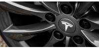 Γυναίκα στο τιμόνι της Tesla