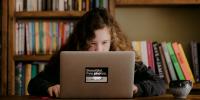 200 ευρώ επιδότηση σε μαθητές και φοιτητές για την αγορά τεχνολογικού εξοπλισμού