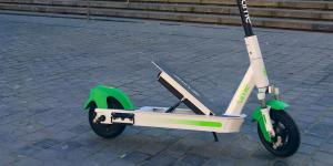 Lime: δοκιμάζει ηλεκτρικά πατίνια με εναλλάξιμες μπαταρίες στο Παρίσι