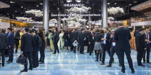 Huawei: μικρότερες από τις αναμενόμενες οι ζημιές από τον αμερικανικό αποκλεισμό