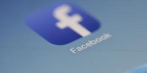 Καταπέλτης εναντίον του Facebook