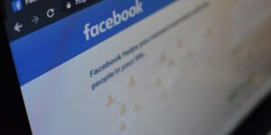 Έρχονται τα Facebook Glasses και ο… Άγιος