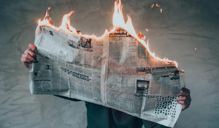 ΕΛΛΗΝΕΣ ΚΑΙ MEDIA, ΜΙΑ ΣΧΕΣΗ ΜΙΣΟΥΣ