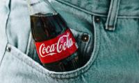 Παύση για ένα μήνα στις διαφημίσεις στα social media από την Coca Cola