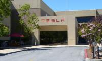 Tesla: ομοιότητες με τη GameStop παρουσιάζει η πορεία της μετοχής της