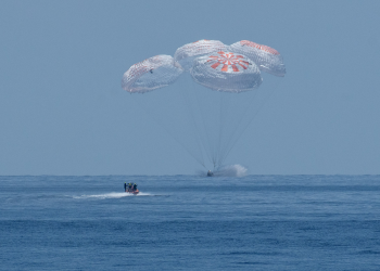 Ολοκληρώθηκε με επιτυχία η επανδρωμένη διαστημική αποστολή της SpaceX και της NASA