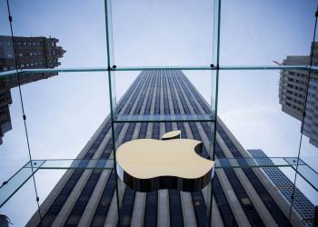 Με 10% φόρο στο iPhone απειλεί την Apple o Τραμπ