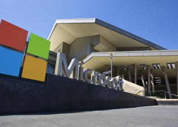 Microsoft: πάγωμα των δωρεών στους αρνητές της νίκης Μπάιντεν