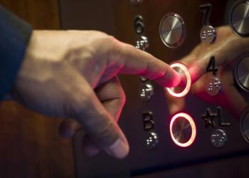 Ασανσέρ προβλέπει σε ποιον όροφο θες να κατέβεις