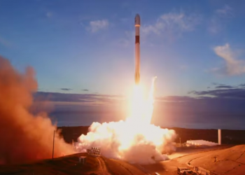 Οι πρώτοι δορυφόροι του Elon Musk μπήκαν σε τροχιά