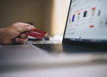 Την έκρηξη των online αγορών στο Black Friday επιβεβαιώνουν το Skroutz και το Best Price