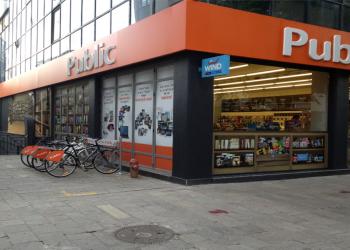 Βόλτα στην πόλη με ένα ποδήλατο από τα Public