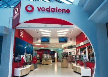 Vodafone: Πάνω οι συνδέσεις, κάτω τα έσοδα