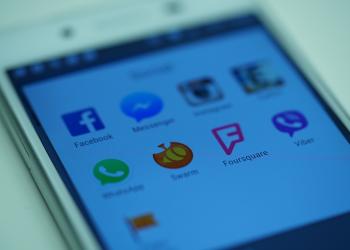 Το smartphone, κύριο μέσο πρόσβασης στα social media