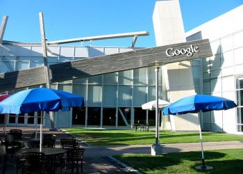 Στις ασφάλειες αυτοκινήτου η Google