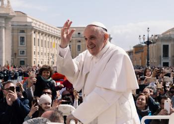 Ο Πάπας προσεύχεται για την τεχνητή νοημοσύνη