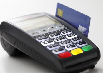 Η πιστωτική κάρτα μπήκε για τα καλά στα super market μετά τα capital controls
