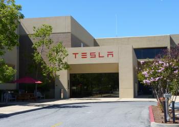 Tesla: μείωση ρεκόρ της χρηματιστηριακής της αξίας