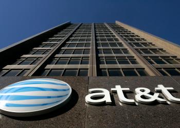 AT&T-Time Warner: επιφυλακτική και η Χίλαρι