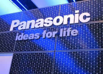 Εκτός smartphones η Panasonic