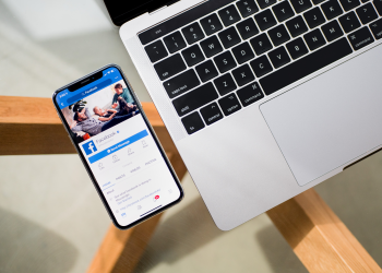 H Apple «κόβει» έσοδα από το Facebook