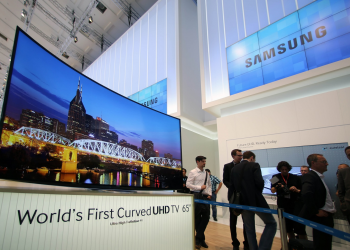 Η πρώτη κυρτή υπερυψηλής ανάλυσης τηλεόραση από τη Samsung