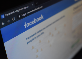 Το Facebook «το σκέφτεται» για τις πολιτικές διαφημίσεις