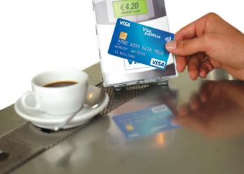 Οι Έλληνες ανακαλύπτουν τις κάρτες τους