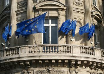 EE: μακροπρόθεσμη πολιτική για την καταπολέμηση της παραπληροφόρησης για το 5G