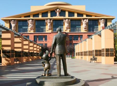 Η συγχώνευση που κάνει τεράστια την Disney