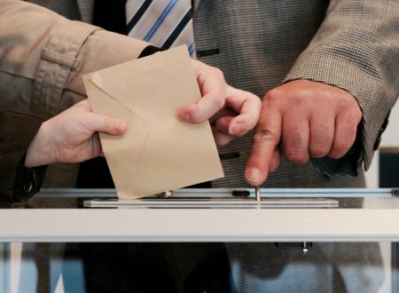 Επιστολική ψήφος, αμεσοδημοκρατία, και λοιπά αντιδημοκρατικά που ούτε η τεχνολογία δεν μπορεί να λύσει