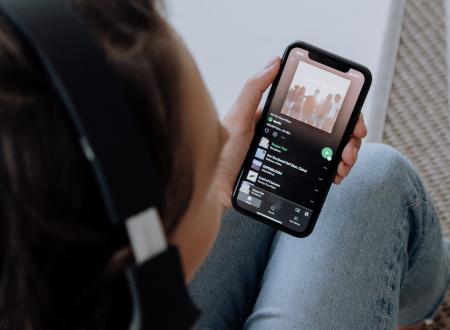 Αν ο αλγόριθμος του Spotify είναι ό,τι καλύτερο κυκλοφορεί σε ΑΙ, τότε κακώς ασχολείται ο νομοθέτης